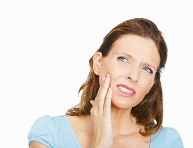 Болит десна возле зуба